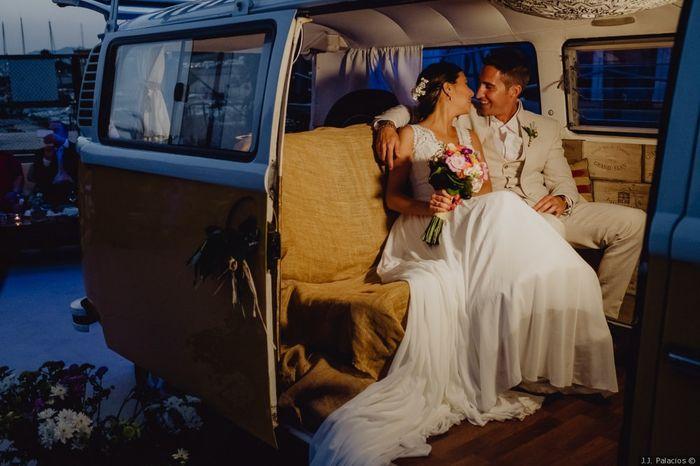 ¿Te imaginas pasando la noche de bodas en una van? ¡Viva la vidaaaa! 😏 1