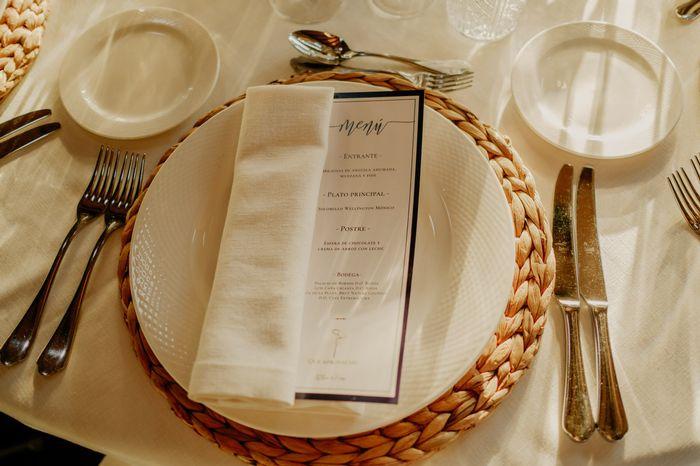 El blanco protagonista total del banquete 🤍 - 1