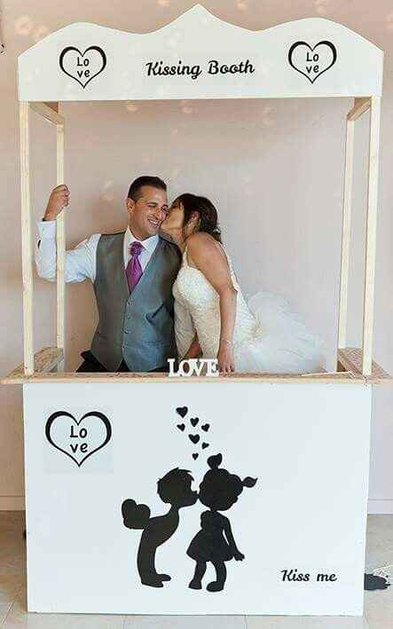 Kissing booth - 2