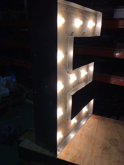 Letras gigantes de madera y con luz - 2