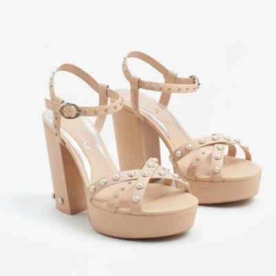 6. Sandalias nude con perlas y plataforma