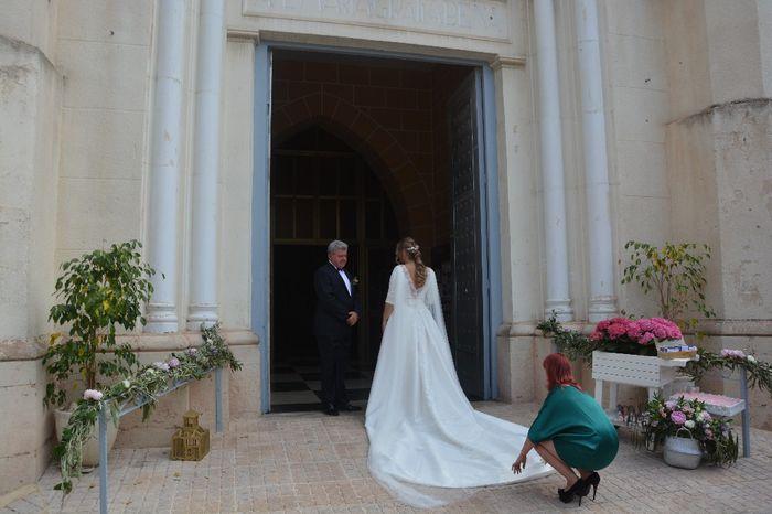Vestido de novia enorme o un vestido sencillo y de acuerdo a el festejo. - 1