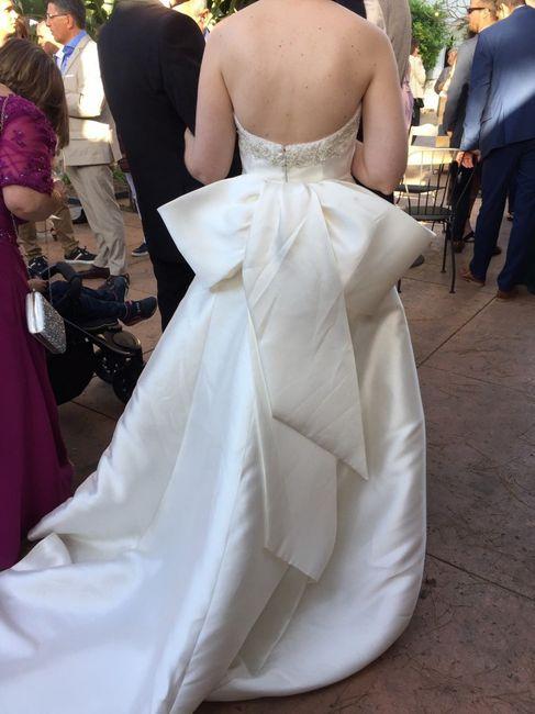 Debate pinzas para coger la cola del vestido 1