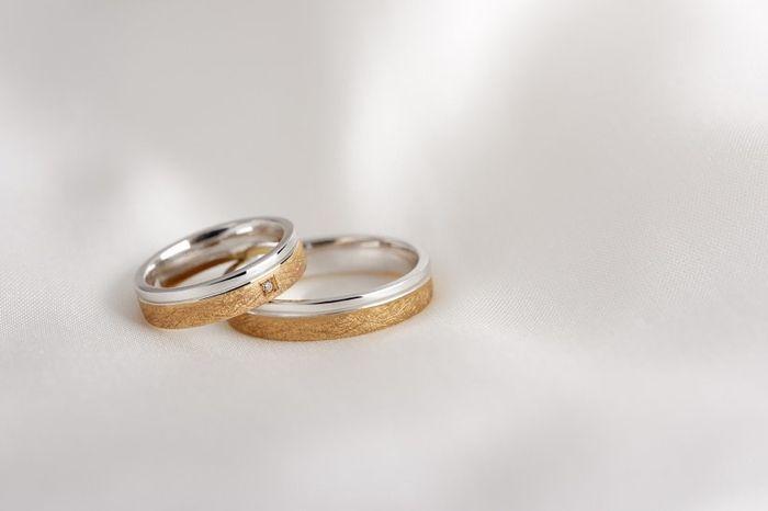 Alianzas de boda en oro y oro blanco