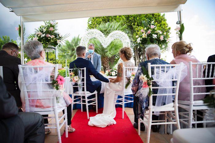 ¿Flores para las sillas de la ceremonia? 🌸 3
