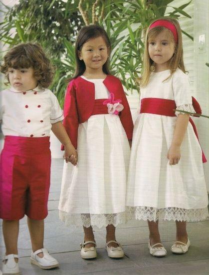 Estos trajes de pajes y damitas me gustan bastante aunque me gustaria que el pantalon del niño fuera blanco y llevara un fajin rojo¿Que os parecen?