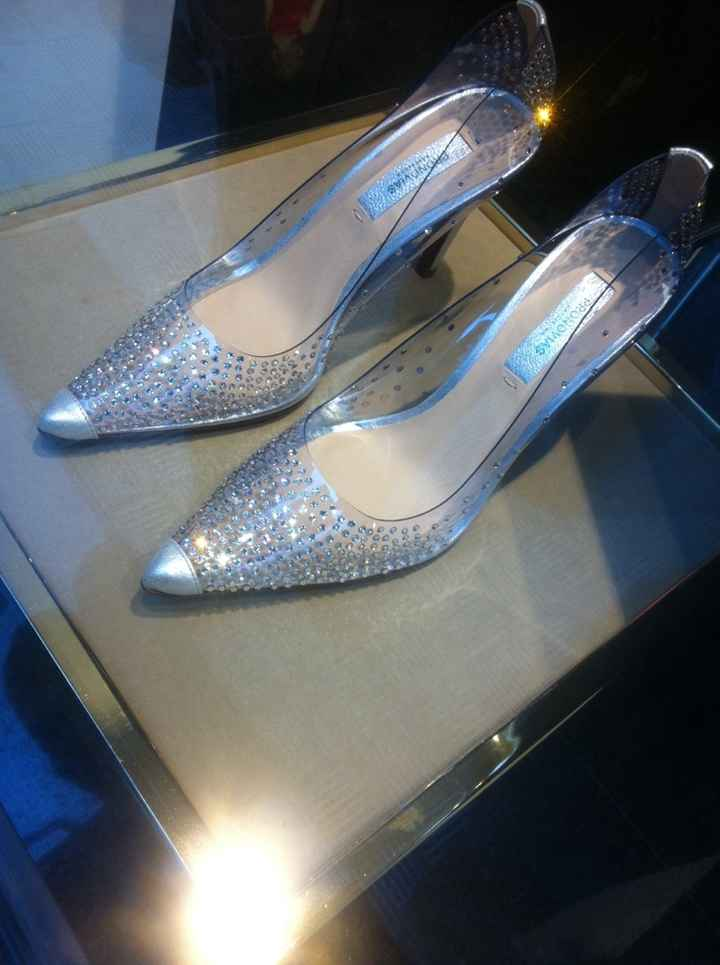 Alguien sabe el precio de estos zapatos de swaroskys? - 1
