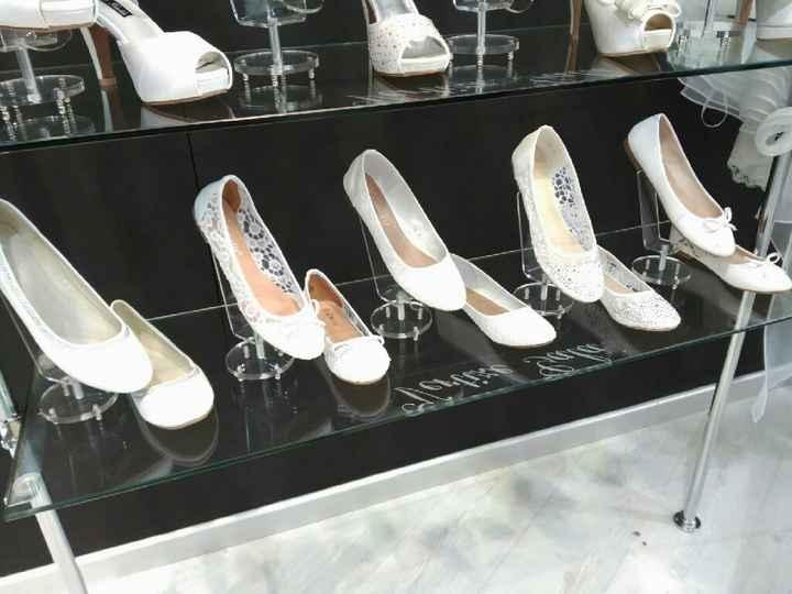 Zapatos planos y económicos - 1