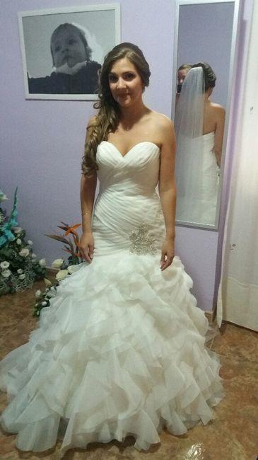Vestido novia palabra de honor peinado