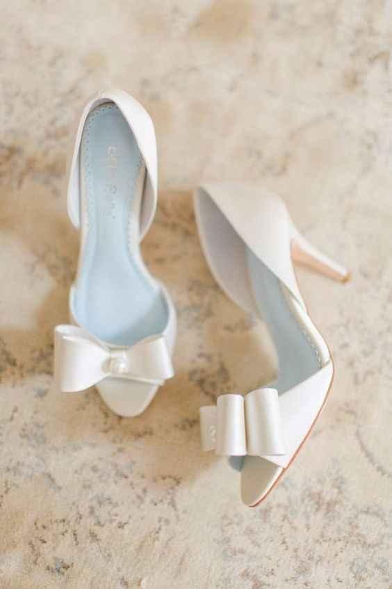 zapatos blancas