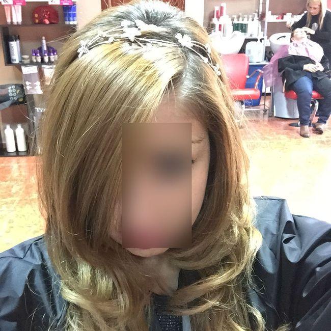 Esta diadema es de la peluqueria no mia y el peinado es diferente, mas liso y solo puntas onduladas