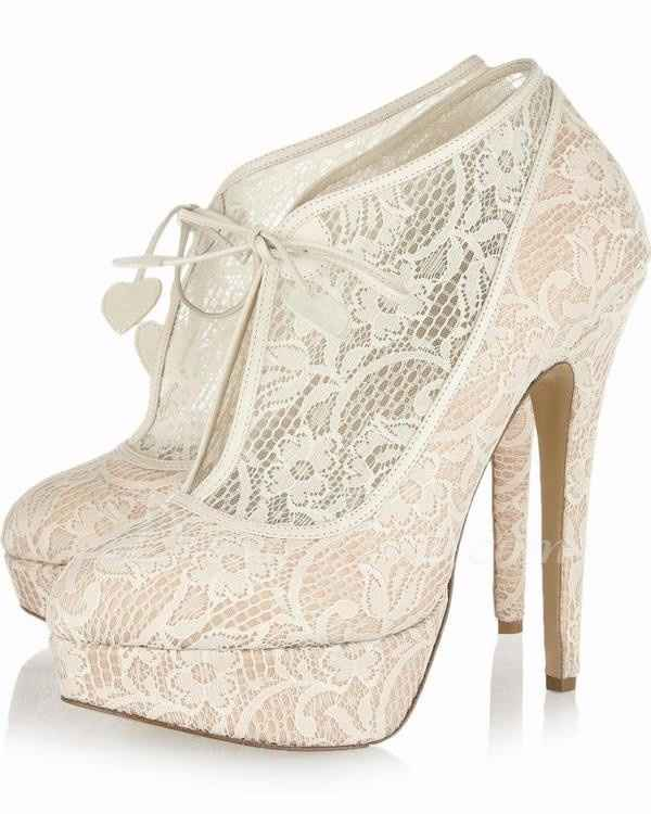 zapatos con plataforma y encaje