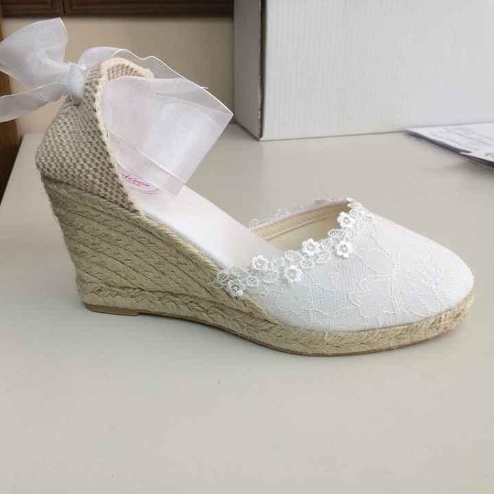 Zapatos diferentes  - 1