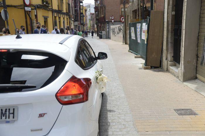 flores en el coche del novio 2