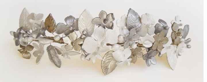 Tocado en tonos plata