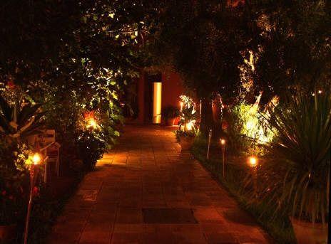 Necesito ideas para decorar el jardin del restaurante for Antorchas para jardin