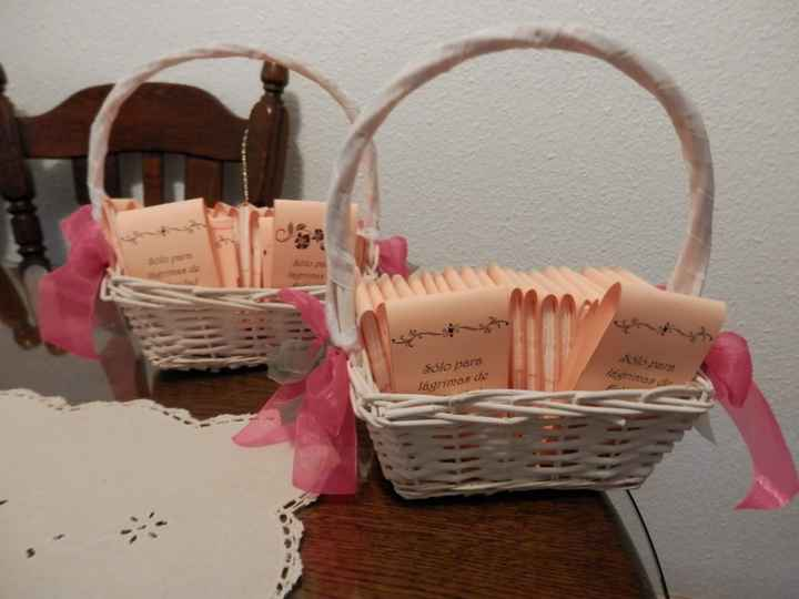 2 cestas de pañuelos