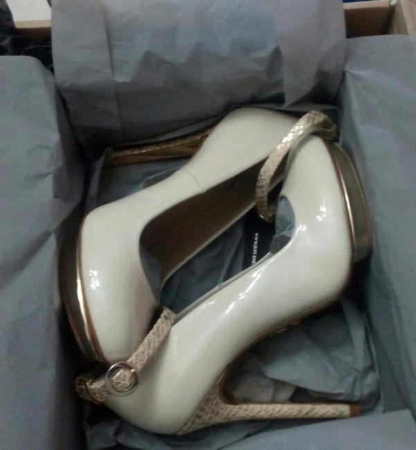 Zapatos de novia en la caja