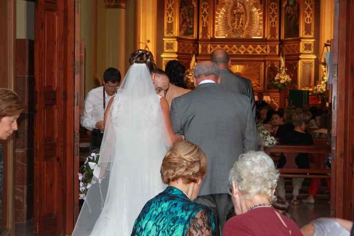 entrando en la iglesia