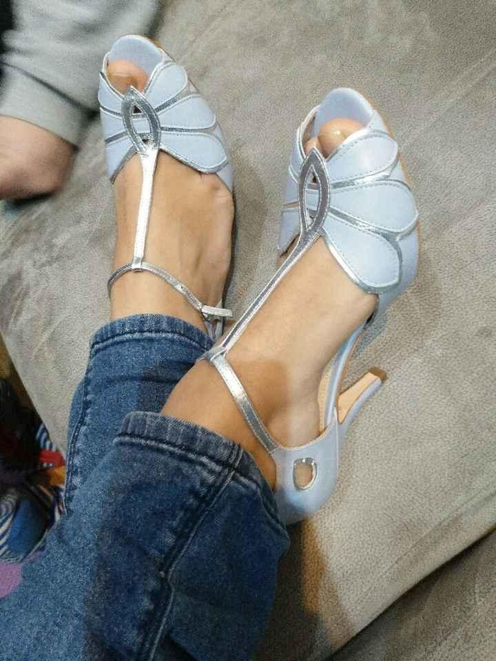 I love mis zapatos! - 1