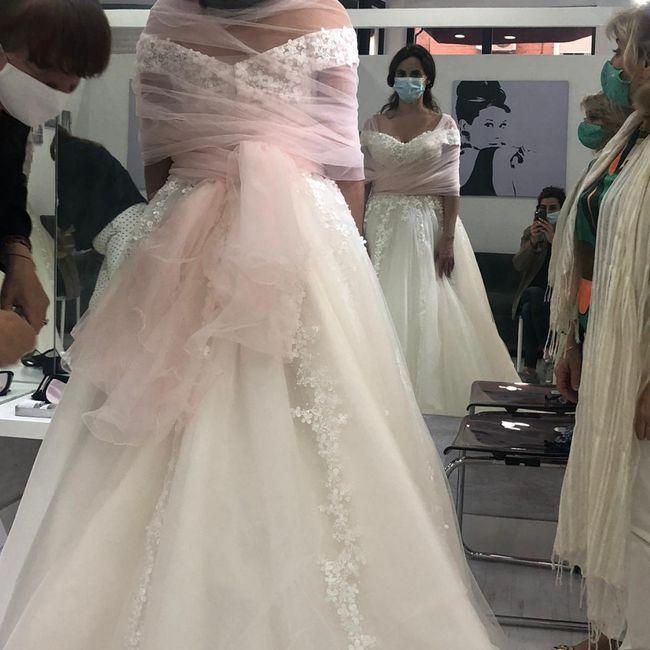 ¿Con qué tipo de vestido se pone el velo rosa? 11