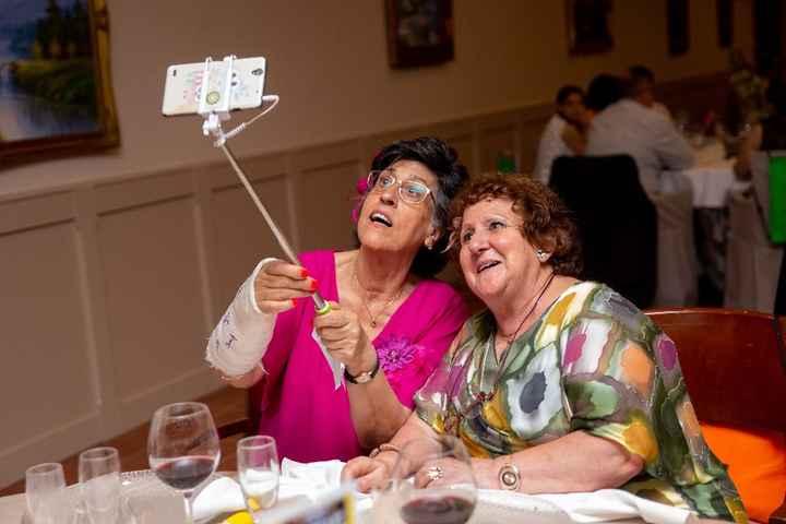 mi suegra y mi madre a tope con los selfies