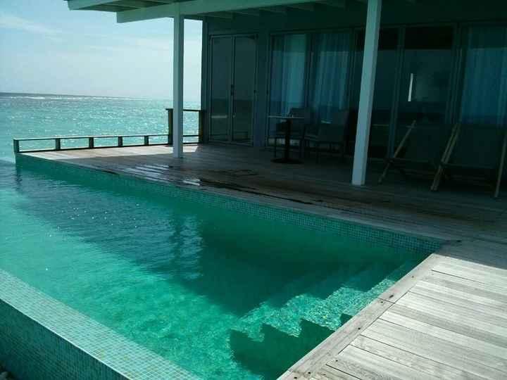 Water villa o deluxe beach villa? hotel kuramathi - 4