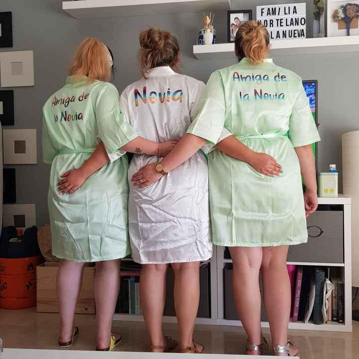 Bata, camisón, lencería de novia... - 1