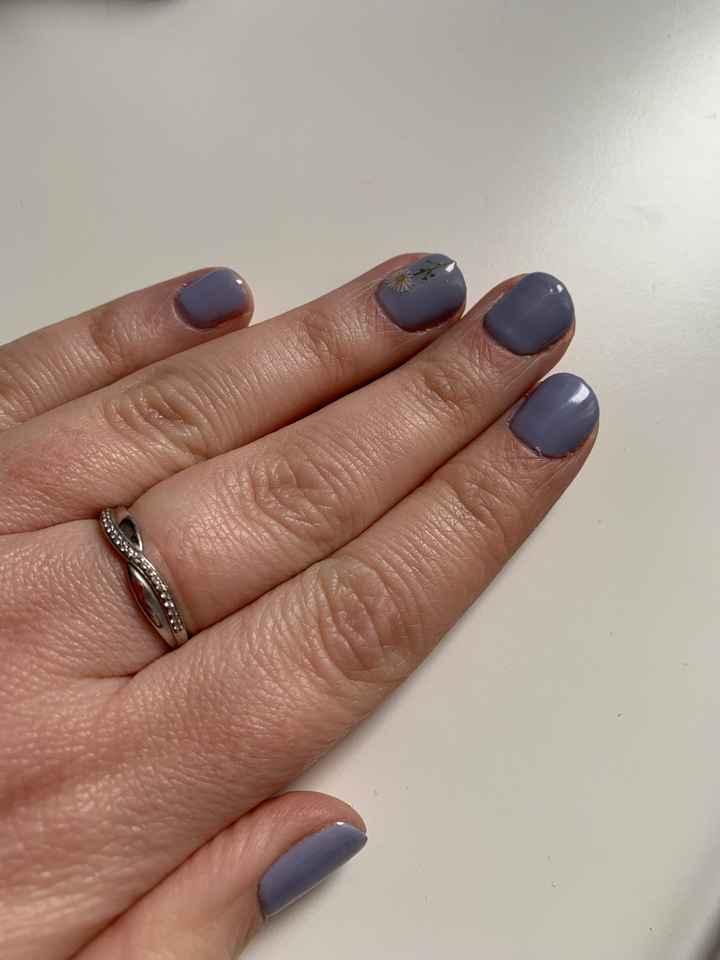Si hoy te casaras... ¿De qué color sería tu manicura? 😏 - 1