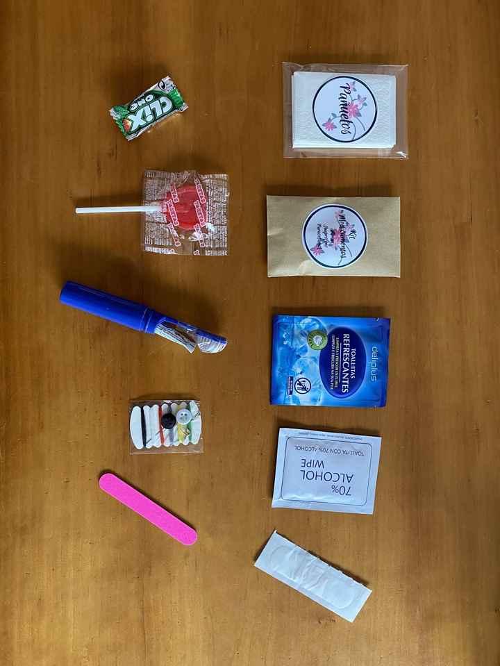 Hola!!! Estoy preparando los kits de supervivencia,  los haré individuales. Las que también los haréis así, cómo los vais a envolver? 1
