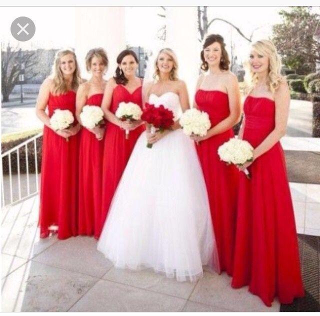 Vestido de novia con zapato rojo