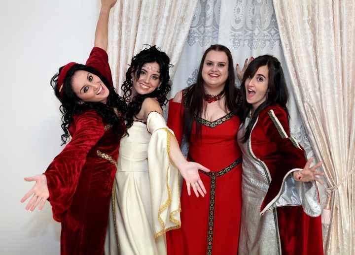 Damas de honor medieval