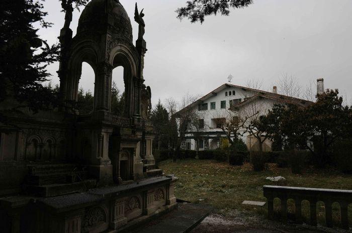 Colegio Abandonado Izarra