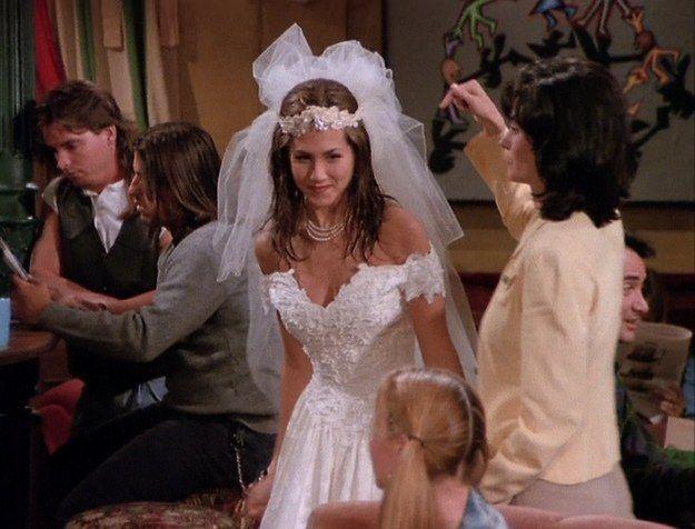 Hablemos de los vestidos de novia y trajes de Friends 3