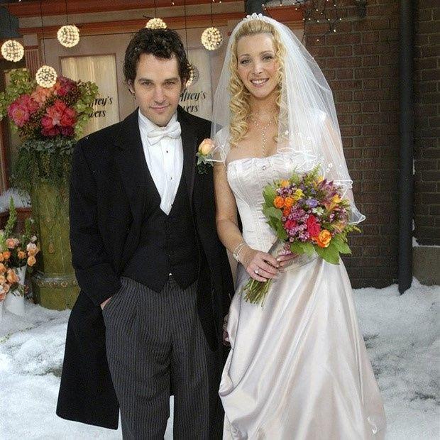 Hablemos de los vestidos de novia y trajes de Friends 6