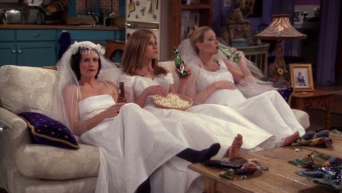 Hablemos de los vestidos de novia y trajes de Friends 7
