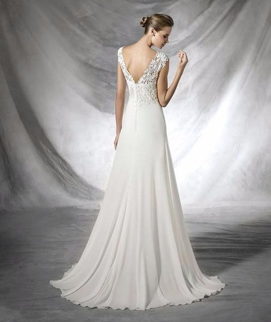 683dc1482 La cola barrida tiene la longitud justa para cubrir los pies de la novia, y  es el tipo más básico y más corto que podemos encontrar.