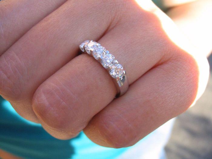 b65c2d45a641 Pongamos todas nuestro anillo de compromiso - Organizar una boda ...