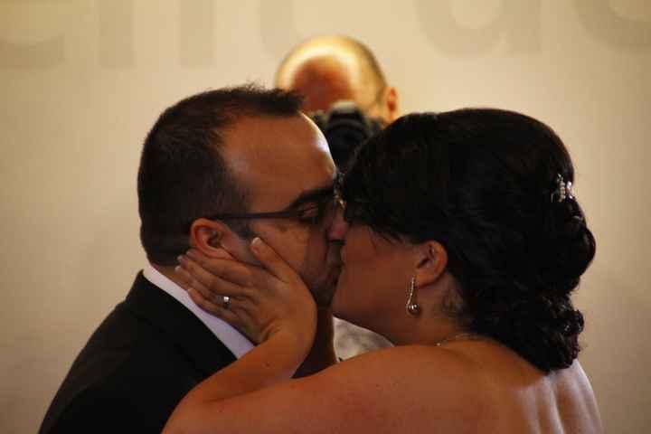 beso recien casados
