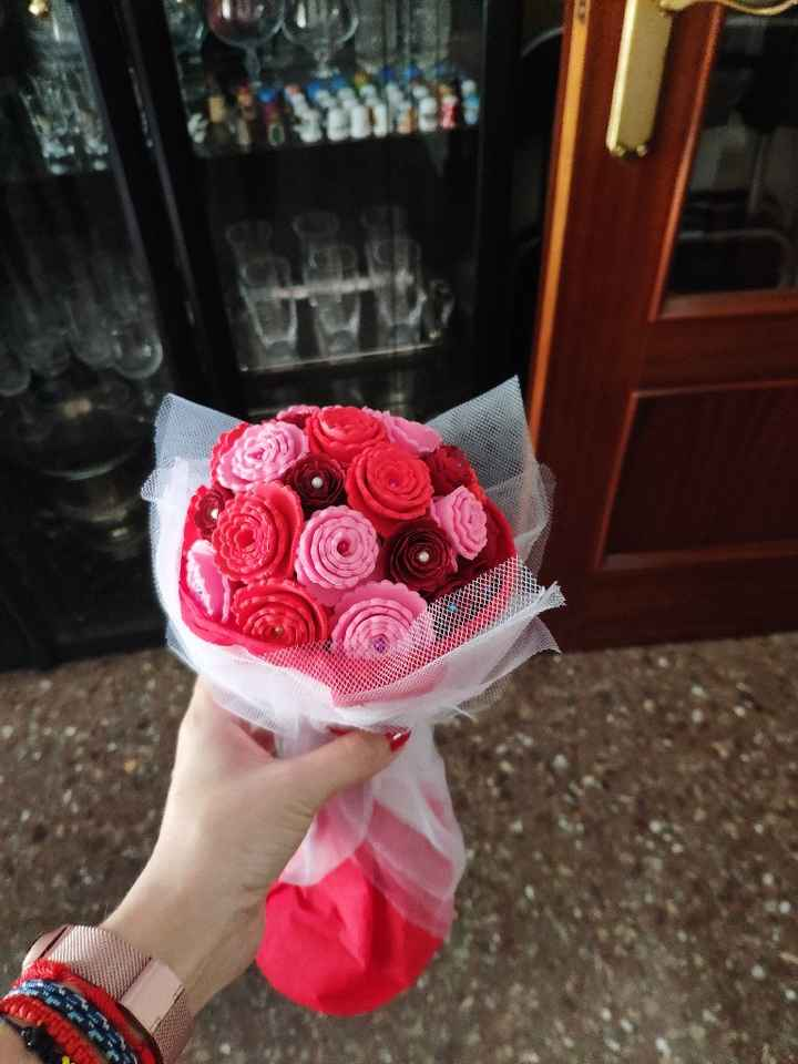 Ramo de flores con cartulina y goma eva - 1