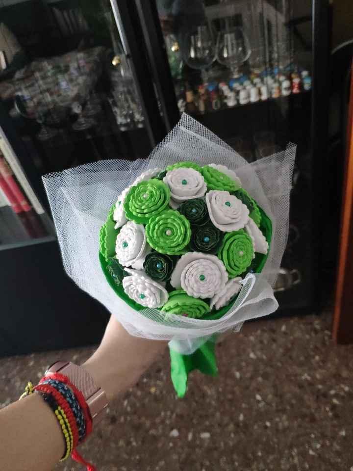 Ramo de flores con cartulina y goma eva - 2