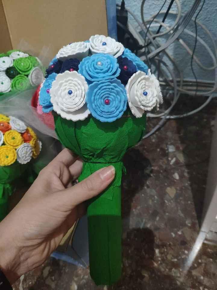 Ramo de flores con cartulina y goma eva - 3