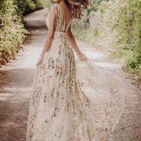 lo mismo, no veo vestidos con flores prendidas