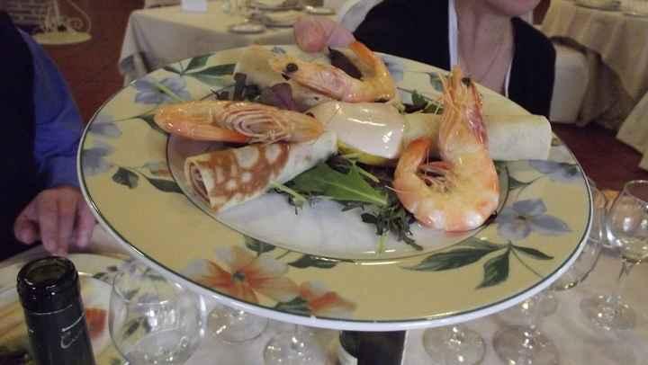 Langostinos y creppes de salmón marinado con salsa tártara
