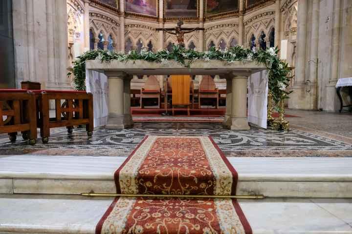 Flores en la iglesia - 1
