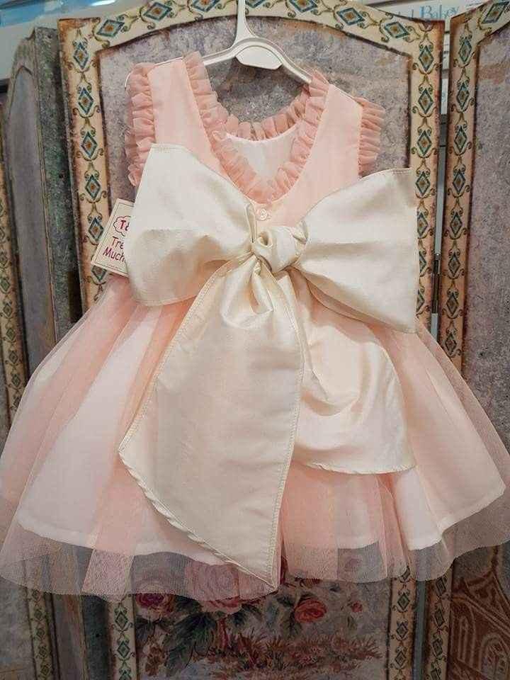 ¿Alguien sabe de donde es este vestido de Niña? - 1