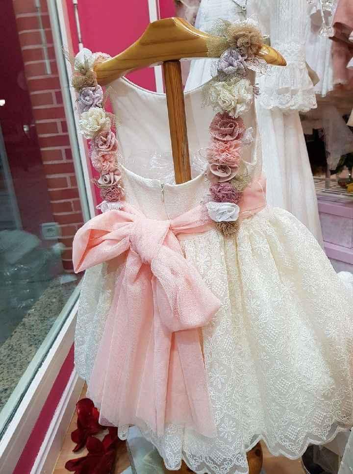 ¿Alguien sabe de donde es este vestido de Niña? - 3
