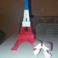 Torre Eiffel con muñecos besucones (aliexpress)