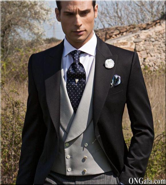Hombre eso es en función de qué tipo de traje quiera tu novio, también depende mucho de cómo será tu vestido, el mio irá de Chaqué, por tanto mi vestido es en concordancia con él, en los Factory tienes cosas chulas y más a 2 años vista.