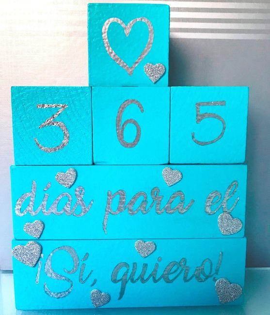 5. Una vez repasadas las letras, le he puesto unas pegatinas de corazoncito para decorar, en plan as